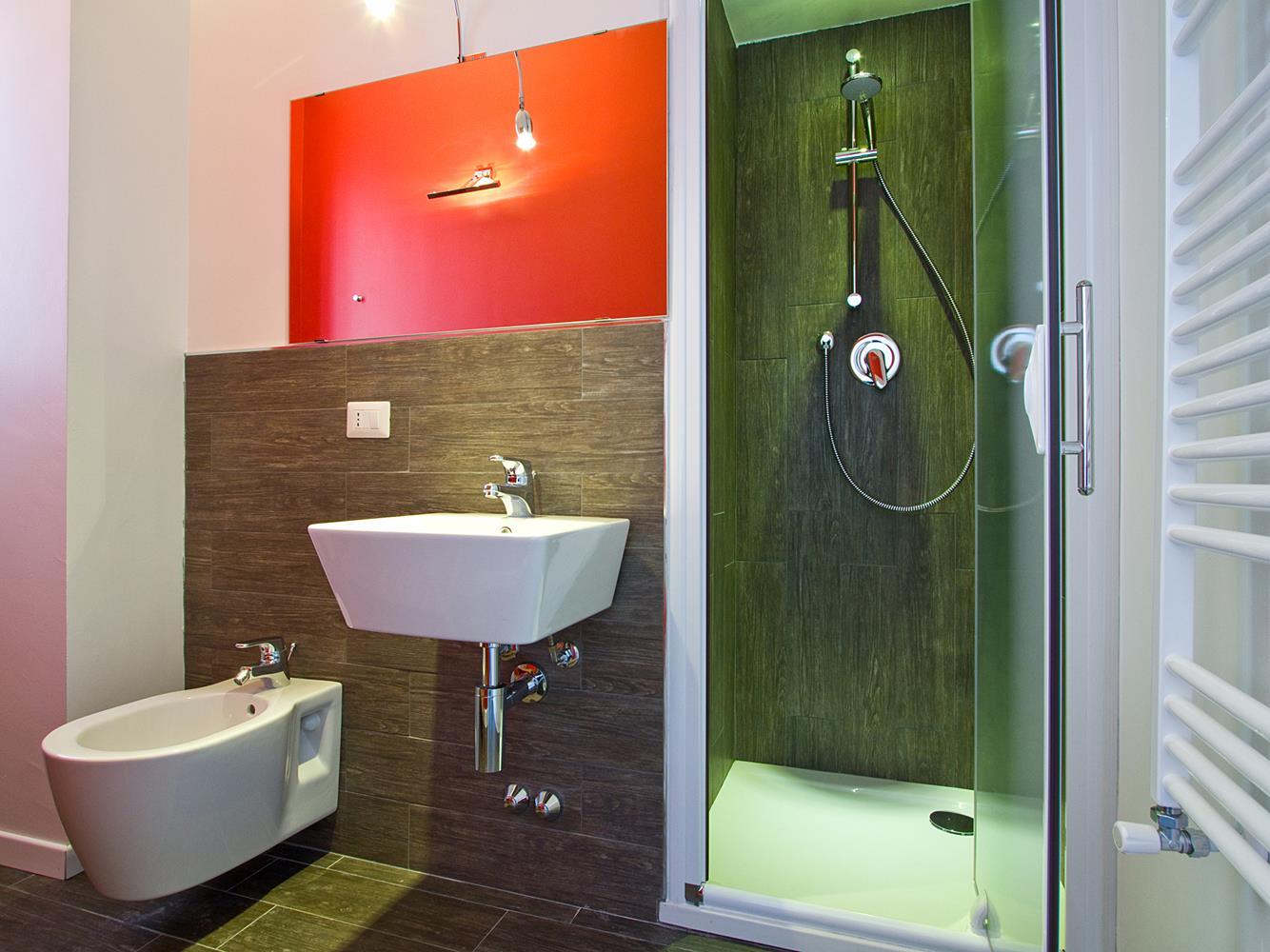 Cherry bathroom hello milano b&b